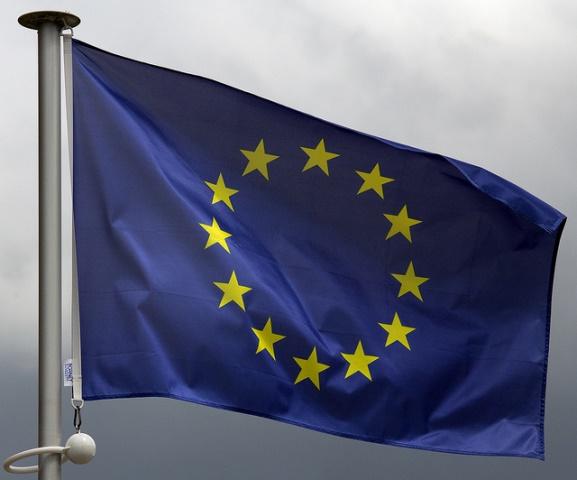 EU flagga vind