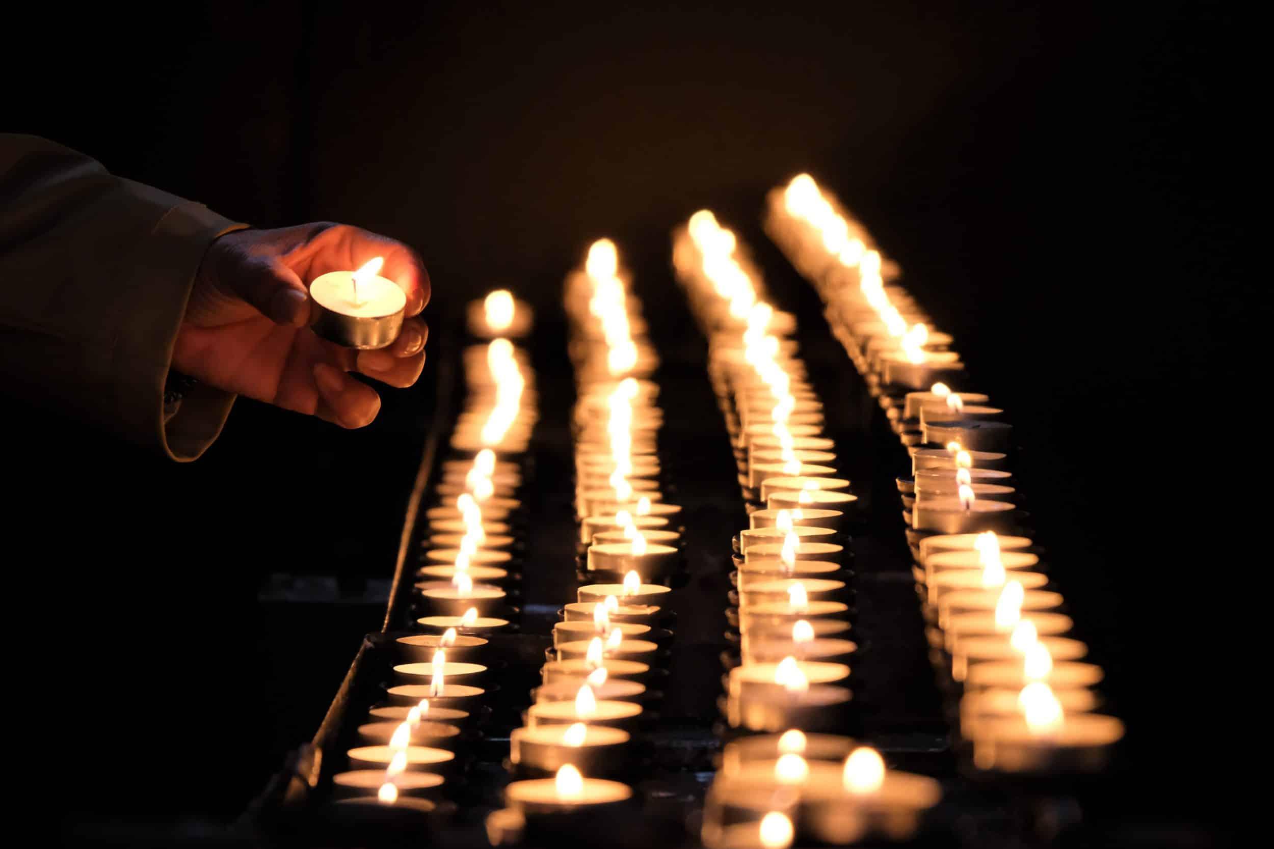 Förbönsgudstjänst och ljusmanifestation för konvertiter