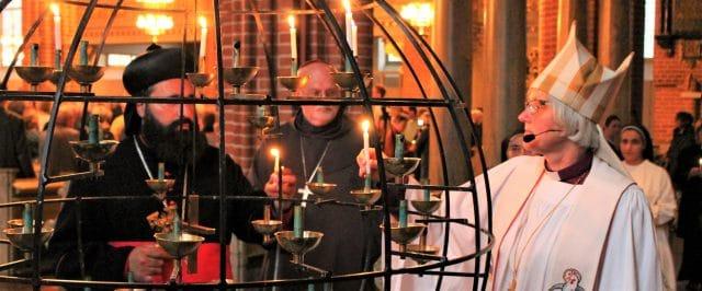 Svensk kristenhet i ljusmanifestation på Sergels torg för konvertiter