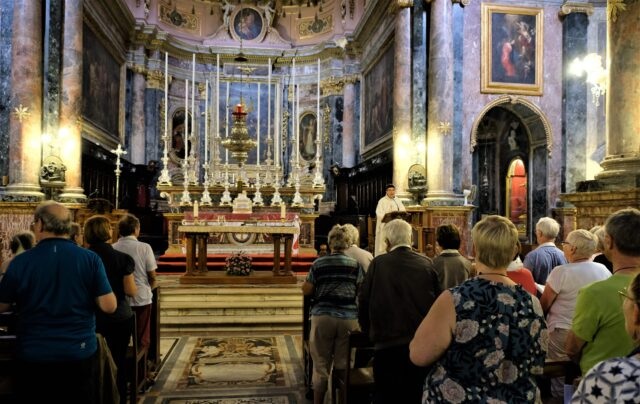 Maltas kyrkor lever med båtflyktingen