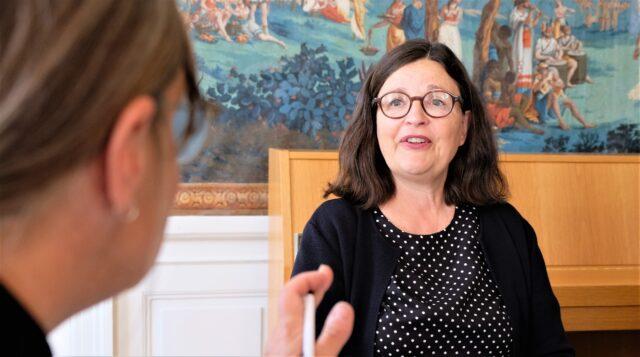 Kyrkoledare i samtal med Anna Ekström om elever som kränks för sin tro i skolan
